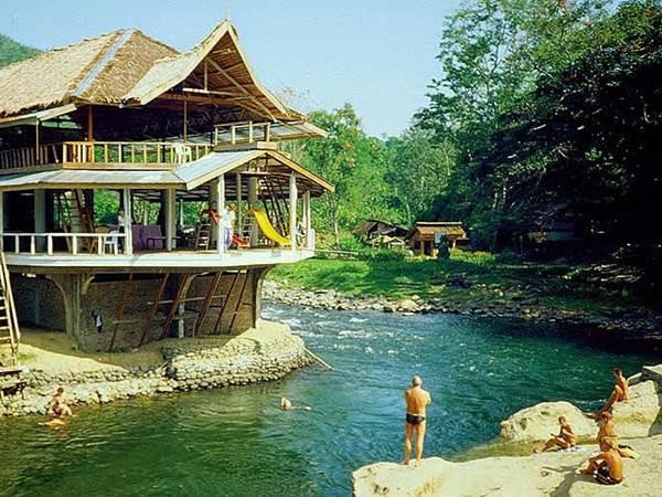 Mittemot hotellet i Bohorok