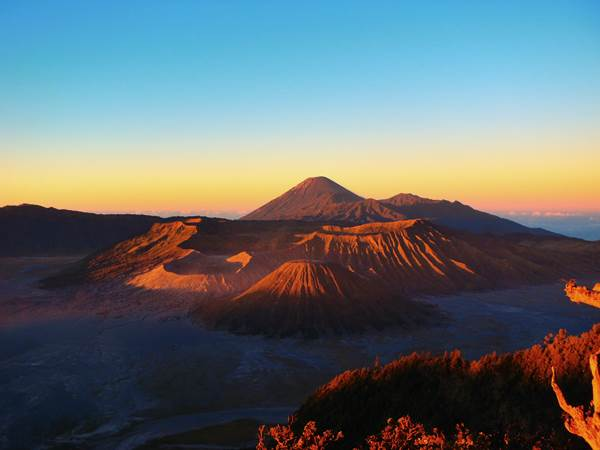 Soluppgång över Mount Bromo