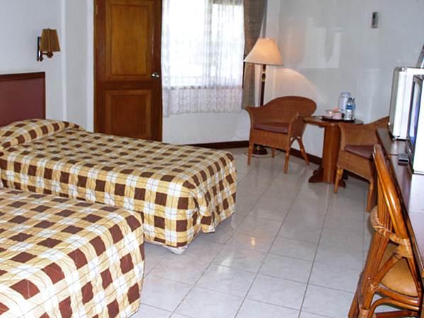 Surya Pesona Hotel - Exempel på rum