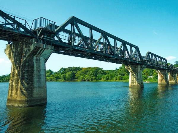 Bron över floden Kwai i Kanchanaburi