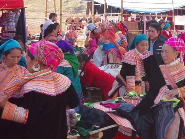 Hmong-damer i Can Cau