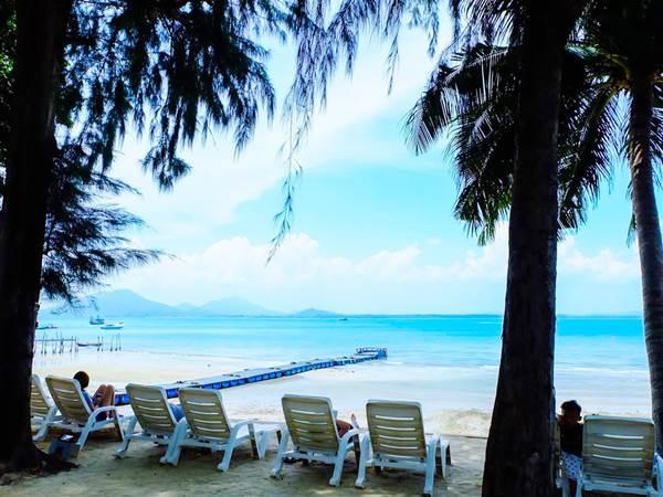 Stranden vid Samed Beach Resort