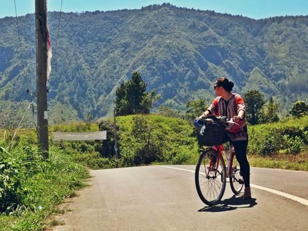 Cykla på Samosir