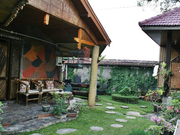 Enny's Guest House i Malang