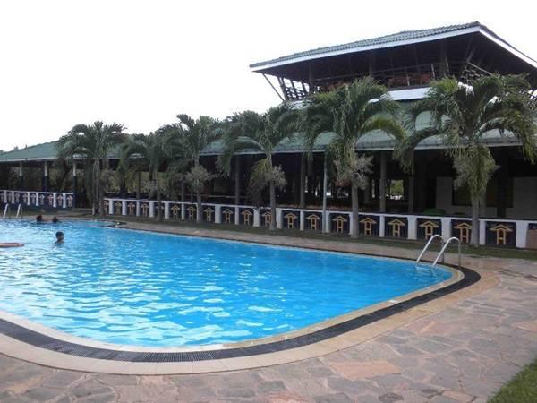 Kumudu Valley Resort i Marawila