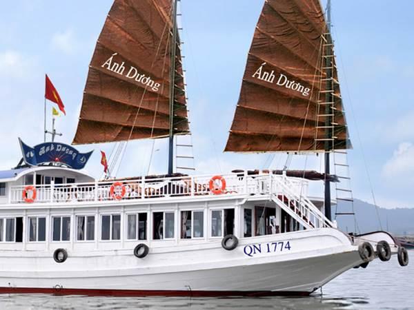 Ahn Duong i Halong Bay
