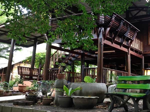 Baan Rim Klong i Amphawa